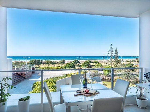 204/2 Creek Street, Coolangatta QLD 4225