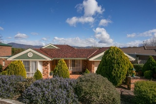 12 Russell Drysdale Crescent
