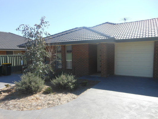 4A Garland Place, Young NSW 2594