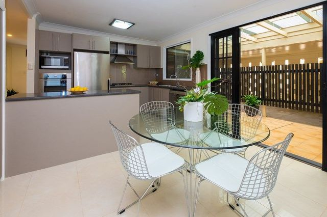 22 Algona Street, Holland Park West QLD 4121