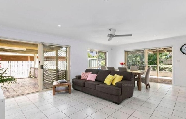 43 Muriel Avenue, Manly West QLD 4179