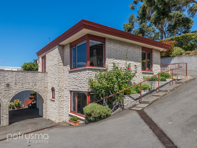 6/8 Chessington Court, Sandy Bay TAS 7005