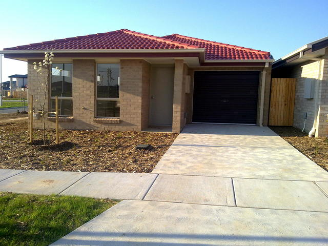 76 Jeff Snell Crescent, ACT 2615
