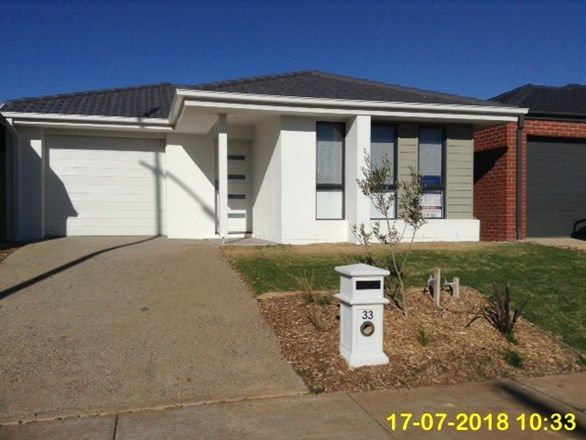 33 Toolern Waters Drive, Melton South VIC 3338