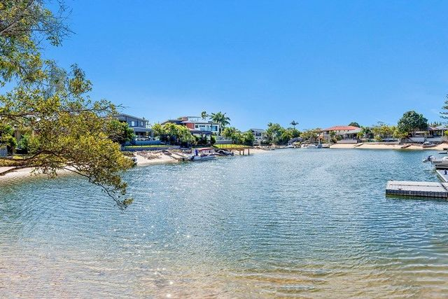 25 Lakeside Avenue, Broadbeach Waters QLD 4218