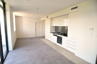 703/10 Waterview Drive