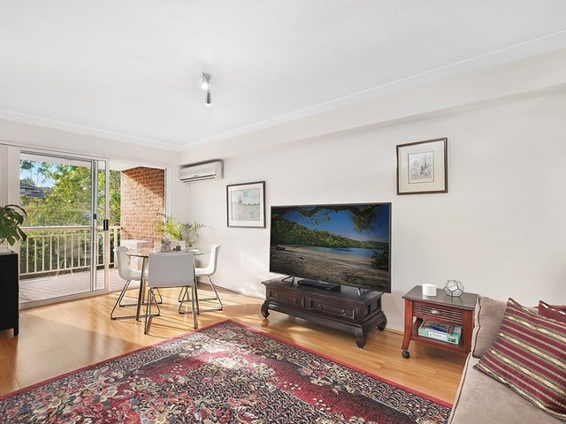 2/16 Bellbrook Avenue, Hornsby NSW 2077