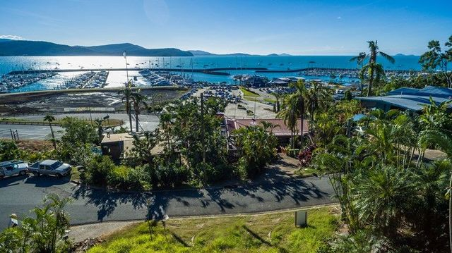 8 Airlie Crescent, QLD 4802