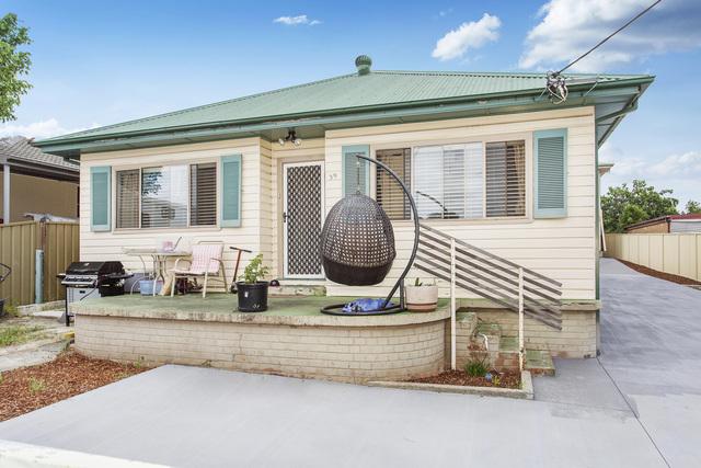 39 Parkes Street, Oak Flats NSW 2529