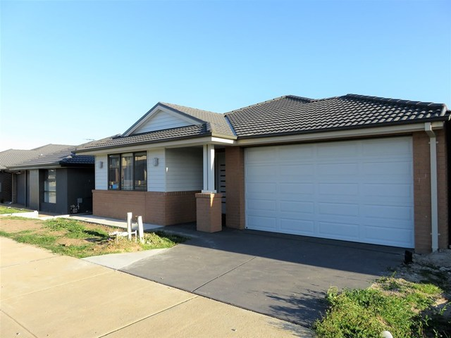 170 Heather Grove, Clyde North VIC 3978