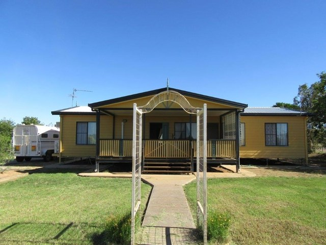 16 Wilson, Winton QLD 4735