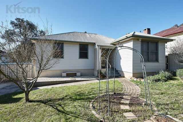19 Phillip Avenue, Mount Austin NSW 2650