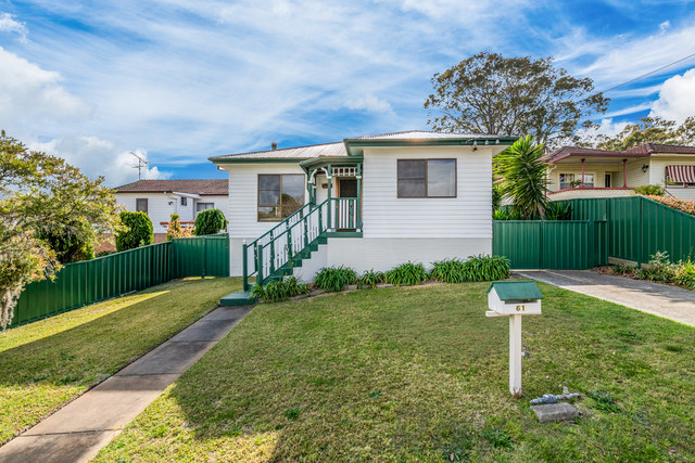 61 Middlepoint Road, Bolton Point NSW 2283