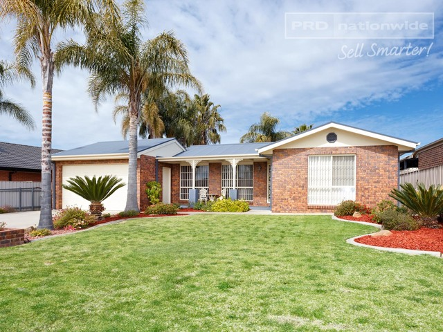 6 Womboin Crescent, Glenfield Park NSW 2650