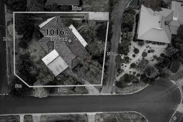 15 Turanga Road, Gisborne VIC 3437