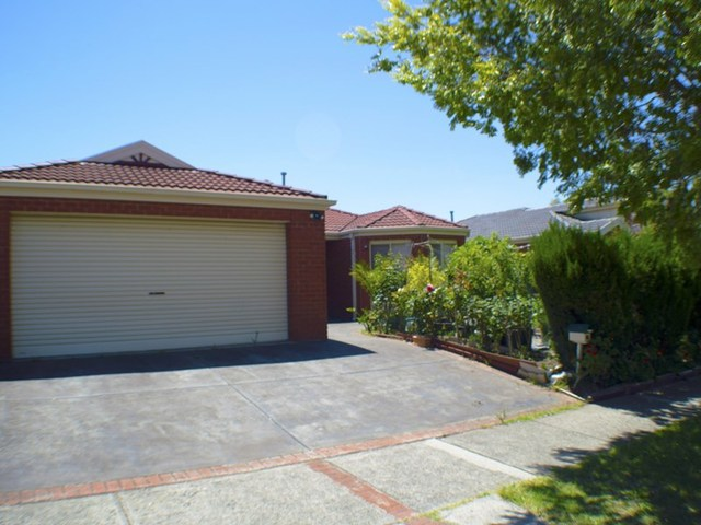 6 Stream Walk, Hallam VIC 3803