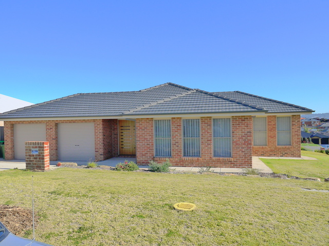 72 Kaloona Drive, Bourkelands NSW 2650