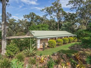 2712 Forest Hill Fernvale Road