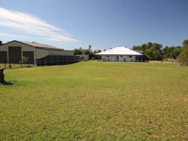17 Vipiana Drive, Tully Heads QLD 4854