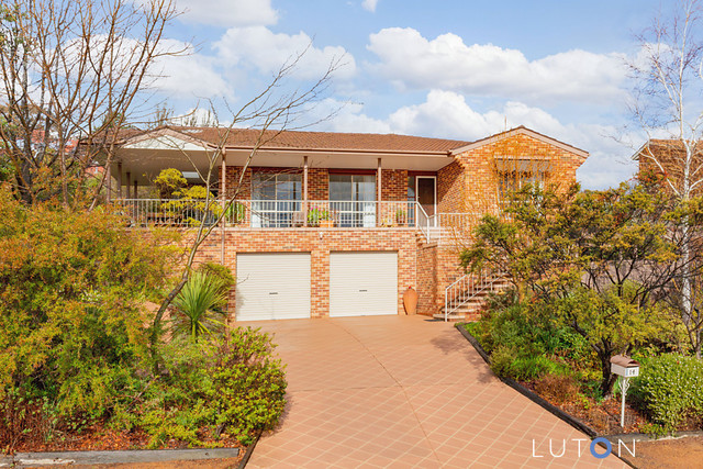 14 Whitty Crescent, Isaacs ACT 2607
