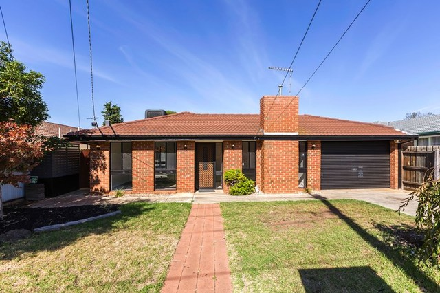 29 Blackwood Dr, Melton South VIC 3338