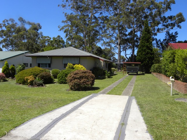 11 River Rd, Sussex Inlet NSW 2540
