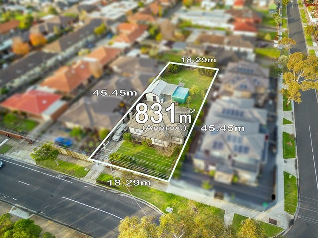 43 Rhodes Parade, Oak Park VIC 3046