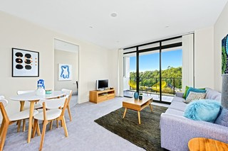 205/11 Waterview Drive