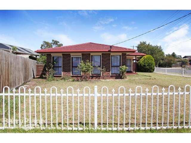27 Blaxland Road, Melton South VIC 3338