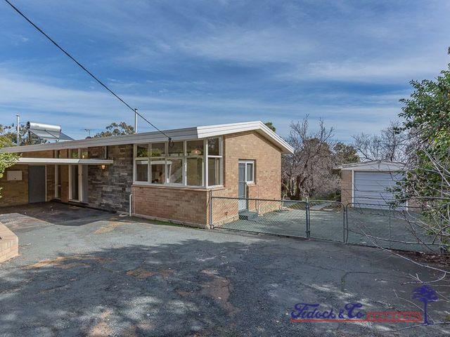4 Seaview Terrace, Kalamunda WA 6076