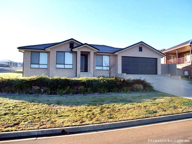 2/12 Werribee Road, NSW 2650