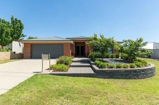 16 Tahara Crescent Estella NSW 2650