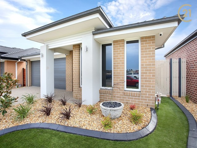 16 Pablo Drive, Clyde North VIC 3978