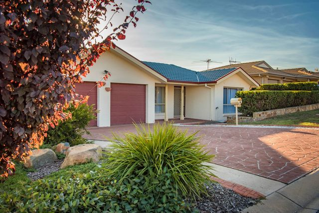 8 Doutney Place, ACT 2615