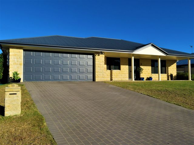 11 Sullivan Crescent, Pittsworth QLD 4356