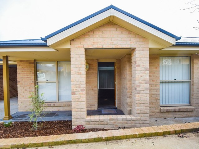 4/1 Patterson Ave, Young NSW 2594