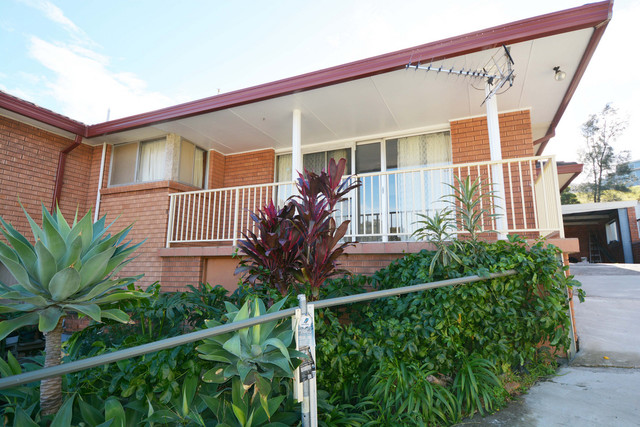 2/2 Ranchby Avenue, Lake Heights NSW 2502
