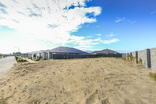 Real estate for sale in piara waters wa 6112 allhomes 91 bellas circuit piara waters wa 6112 malvernweather Image collections