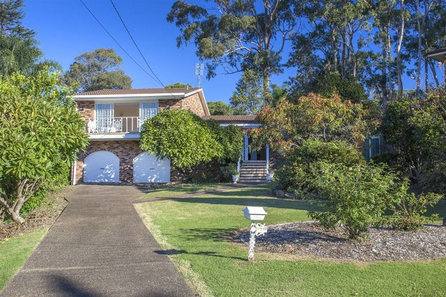 17 Treetops Crescent, Mollymook NSW 2539