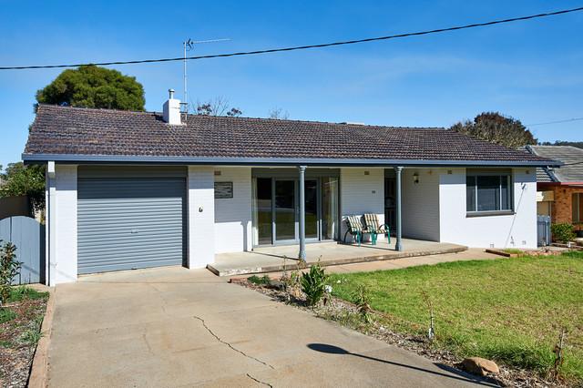 124 Simkin Crescent, Kooringal NSW 2650