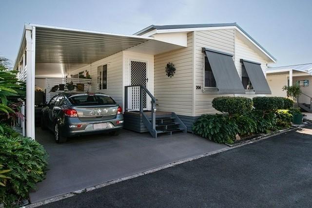 206/319 Bradman Ave, Maroochydore QLD 4558