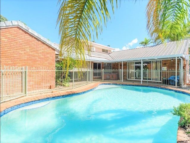 4 Snead Court, Parkwood QLD 4214