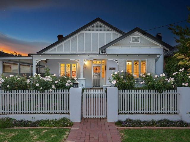 24 Thorne Street, NSW 2650