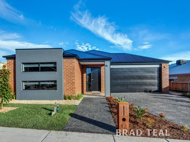 8 Five Mile Way, Woodend VIC 3442