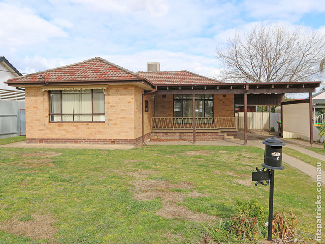4 Walteela Avenue, Mount Austin NSW 2650