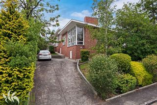2/2 Woolton Place