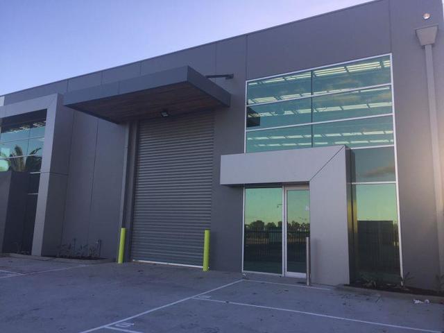 Unit 10/14 Commercial Drive, Pakenham VIC 3810