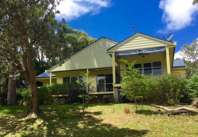 8 Bond Place, Mollymook Beach NSW 2539