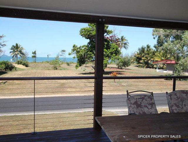 61 Taylor Street, Tully Heads QLD 4854