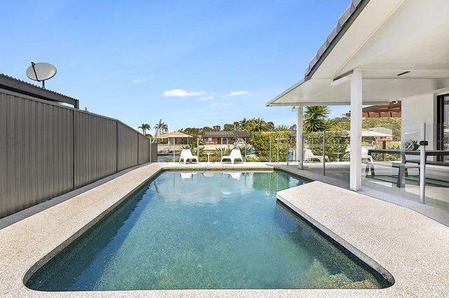 9 Girua Avenue, Runaway Bay QLD 4216